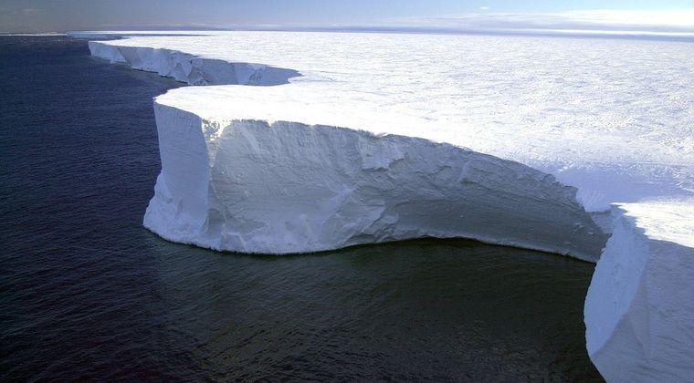 【NASA】南極氷河の地下に「巨大な空洞」があるのを発見か…マンハッタン島の3分の2程度の大きさで高さは約305メートル