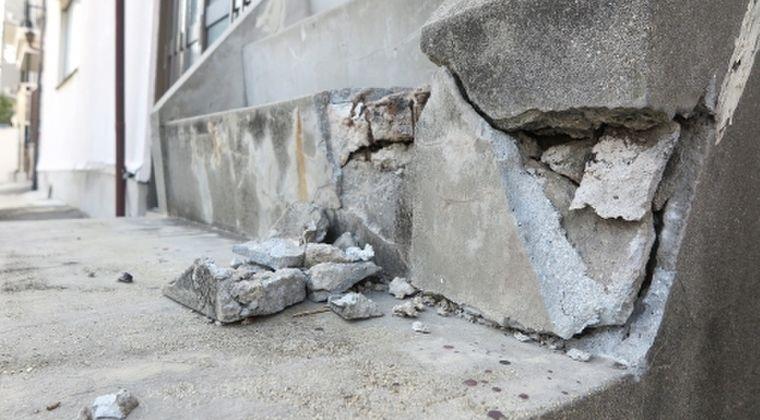 【大阪北部地震】発生から半年が経過したが未だにブルーシートに覆われた家が多数…今年の災害で住宅被害最多