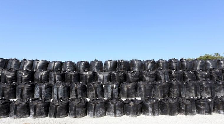 【福島原発】台風で除染廃棄物の袋が浸水し川に流れ出る…「2700袋中6袋だけ回収」