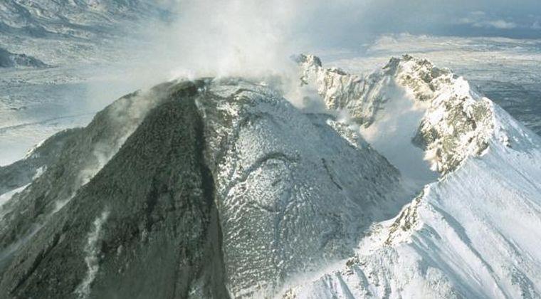 【ロシア】カムチャツカ半島にある「ベズイミアニ山」が大噴火…噴煙15000メートルまで上がる