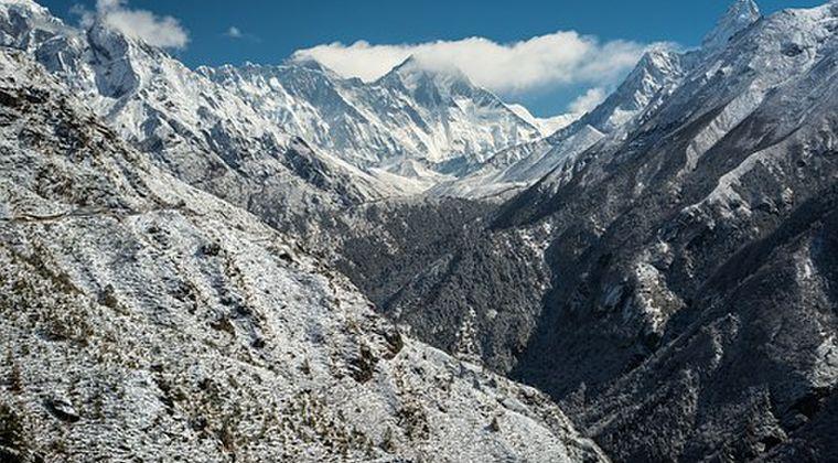 【地下660km】地球内部にエベレストより高い「山」があるのを発見!マントルの境界にある模様