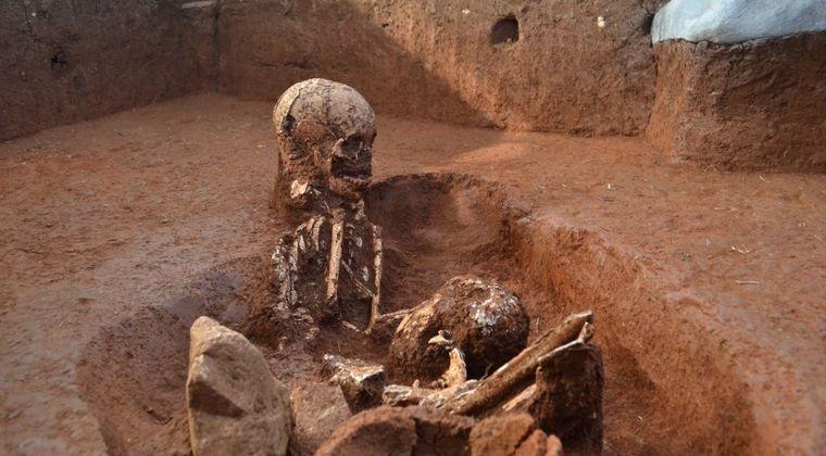 【古代の壺】「巨人族」が残したと思われる墓がラオスの山奥で発見される!