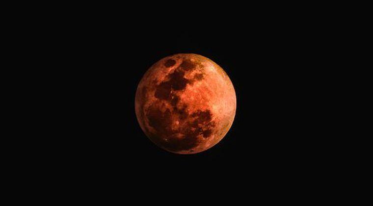 【満月】月が「真っ赤」すぎるんだがヤバくないか、これ...
