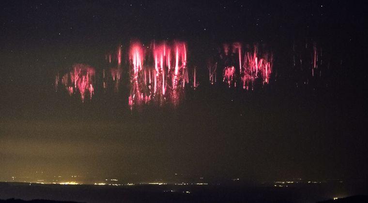 【不思議】海底火山?大地震の前触れか?仁川からロサンゼルスに向かう太平洋上空で「謎の赤い光」が広範囲に広がっているのが目撃される!