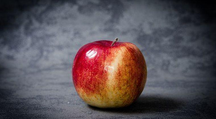 【非常食】冷蔵庫で「1年」保存が可能なリンゴが登場!皮をむいても3週間変色なし!