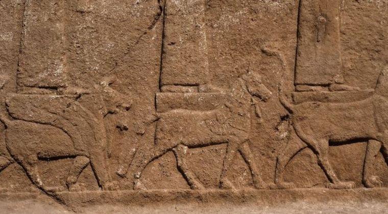 【イラク】アッシリアの神は3メートルの巨人族だった…新たに発見された神々の絵