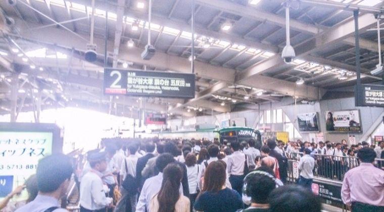 【疑問】なぜ、あれだけ毎日ぎゅうぎゅう詰め東京の「満員電車」で新型コロナウイルスの感染報告が未だにないのか?