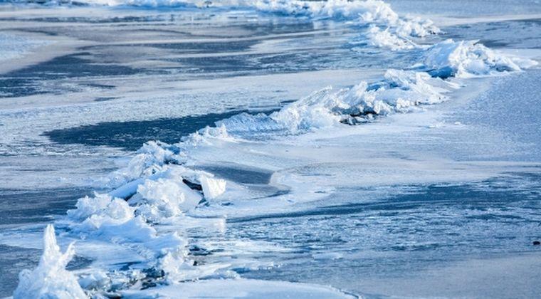 【暖冬過ぎて】長野県・諏訪湖の御神渡り…宮司「こんなに氷がない年は珍しい」