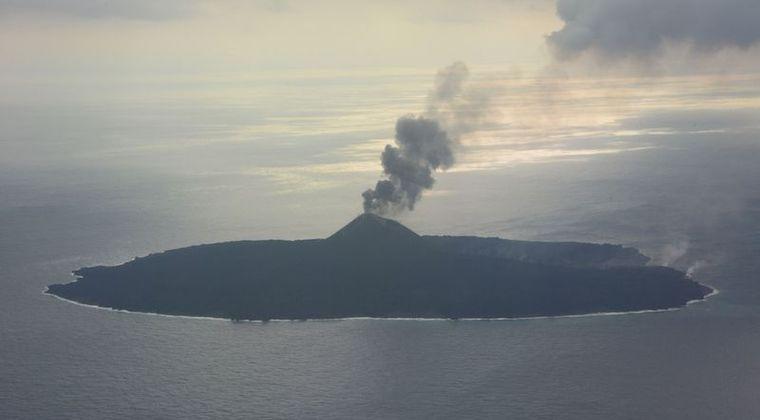 西之島が再噴火開始!新たな火口も確認!15日の火山の様子はこちら