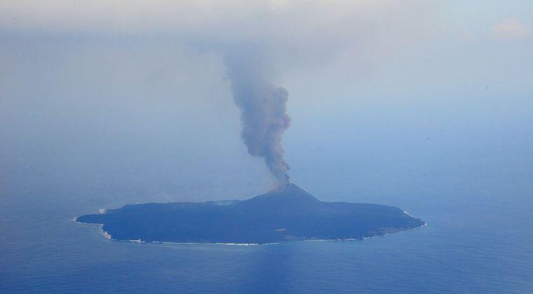 【海底火山】小笠原諸島・西之島、噴火継続で急拡大中!1ヶ月で東京ディズニーランド1.5倍分も広がってしまう