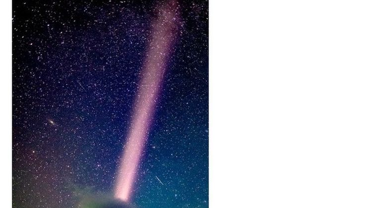 【オーロラ?】アラスカで謎の発光現象「スティーブ」を撮影!