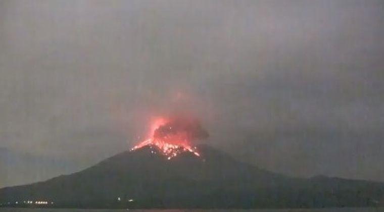 【活発化】桜島がまた噴火!噴煙3000メートルを上げる…「最近、やたら空振が強い」