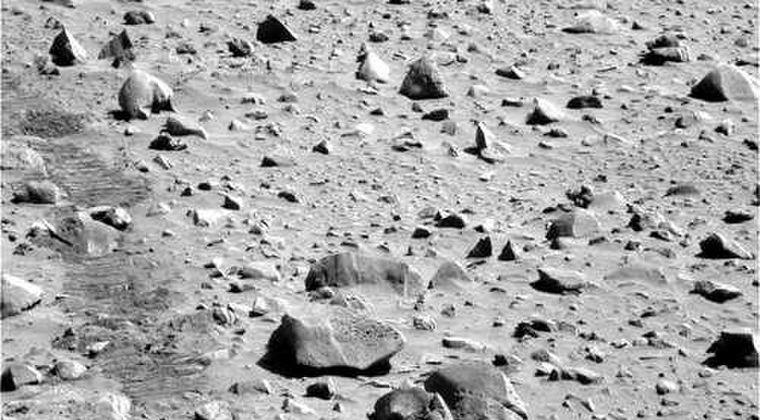 【小人型】NASAが発表した火星の画像に「宇宙人の家」を発見?謎の構造物が映り込む