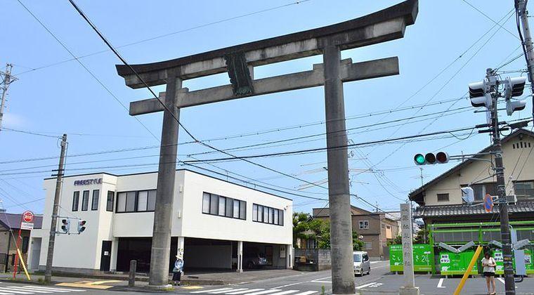 【草薙神社】静岡県にある所有者不明の「謎の鳥居」が撤去されることに