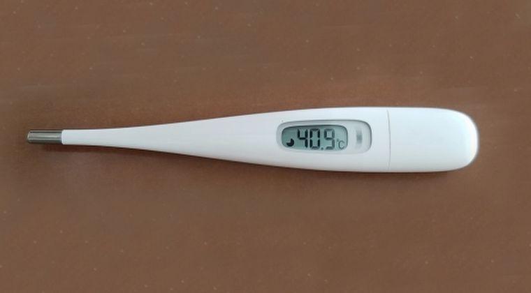 【検査お断り】小学校の教師の娘が4日目に「39.6℃」になり夫も発熱…保健所に電話をかけるも検査は無理!そのまま出社へ