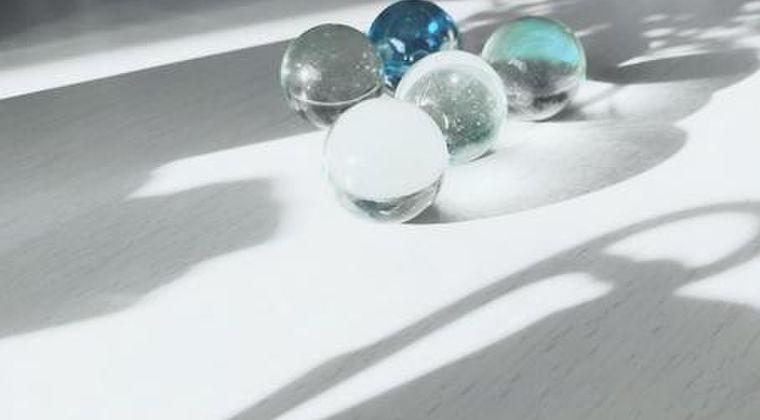 【山口県】透明に光る謎の球体が発見される…その数「100個超」民家の敷地に突如現る