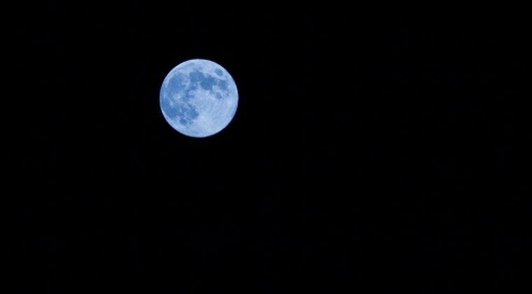 【引力】ブルームーンを見ましたか?ハロウィンの満月は日本では46年ぶり