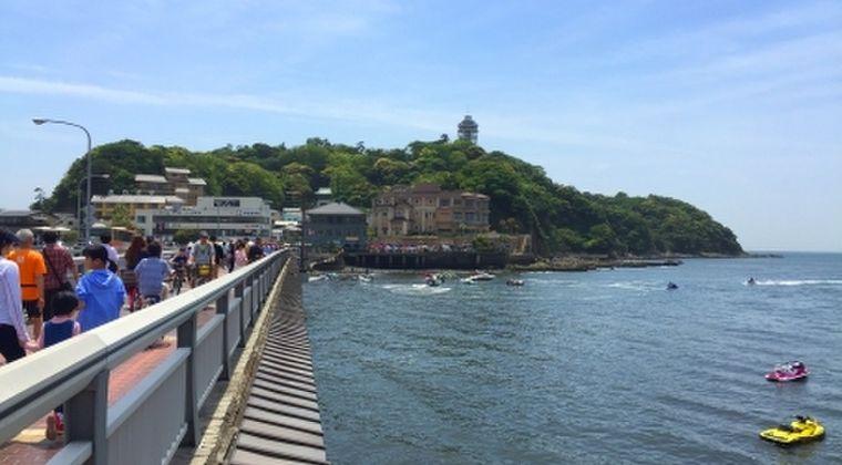 【迷惑者】コロナ自粛出来ない人たちで天気が良かった日曜日、神奈川の江ノ島など観光地は大混雑、大渋滞!マスクもせずで人で溢れかえってしまう