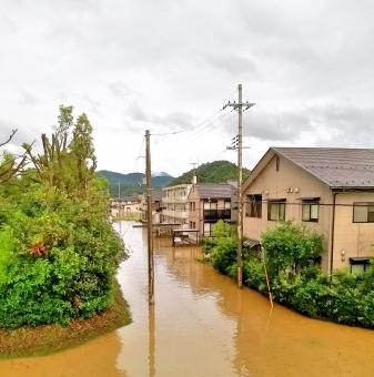 【線状降水帯】わずか30分間で大洪水…九州南部「50年に一度」の大雨