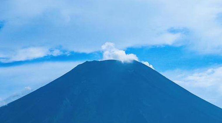 冬なのに富士山に全然「雪」が積もってない!山頂は夏の時と同じで地面が見える…山梨、静岡県でも降水が少ない模様