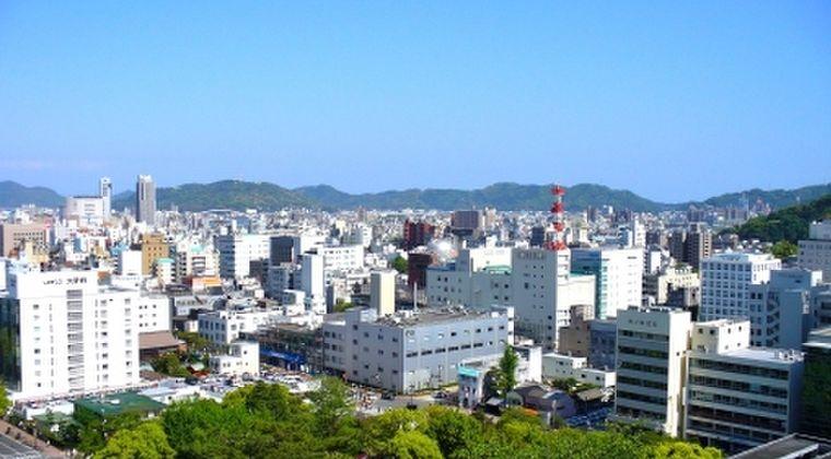 【謎の発光現象】高知県上空に「UFO」が出現か!?早朝に横一列の光が1分移動…広範囲に目撃者多数