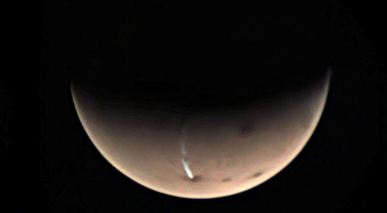 【狼煙】火星で「巨大な煙」が上がっている画像が公開される…地球から望遠鏡でも確認できる模様