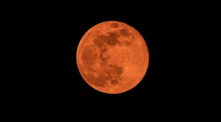 【満月】昨日は月が赤かったけど、5月は「フラワームーン」っていうらしいね
