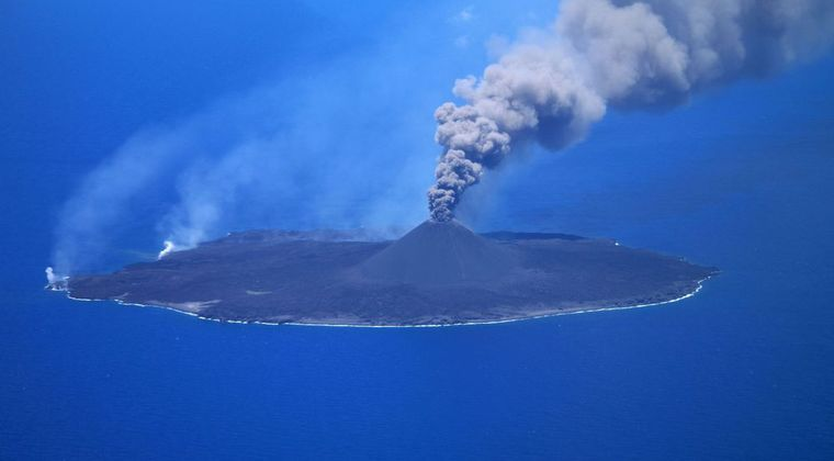 【海底火山】新型コロナで忘れられていた「西之島」さん…マグマの総量は日本史上最大規模を遥かに凌ぐレベルになり、いまもどんどん島が巨大化中