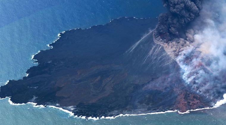【大噴火】西之島の噴火が止まらない!噴煙4700メートルにまで…観測史上の最高高度に