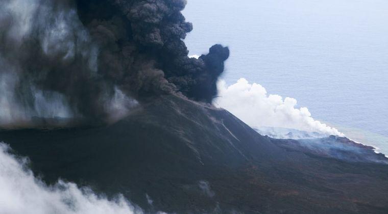 【大噴火】小笠原諸島・西之島が噴煙8300メートルを超える!一連の噴火活動で最大規模