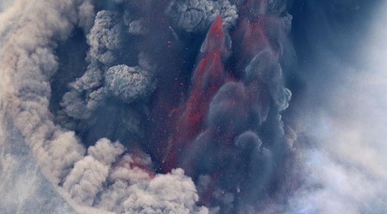 【マグマ】西之島から溶岩が噴出される…今も火山噴火は活発な模様