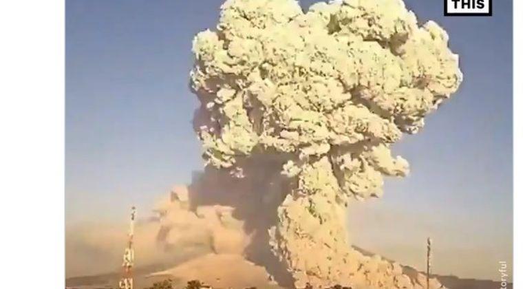 【大噴火】インドネシア・シナブン山が噴火…噴煙は5000メートル上空にまで到達