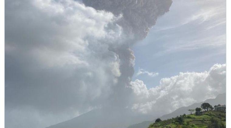 【活発】カリブ海にあるスフリエール山が噴火…住民に避難命令