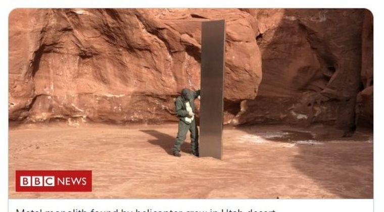 【宇宙人】アメリカ・ユタ州の荒野の果てで銀色に輝く「モノリス」らしき物体が建っているが発見される…州公安局のヘリが確認