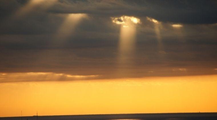 【UFO】秋田の上空に「謎の光」が現れる…正体不明、住民の間で話題に