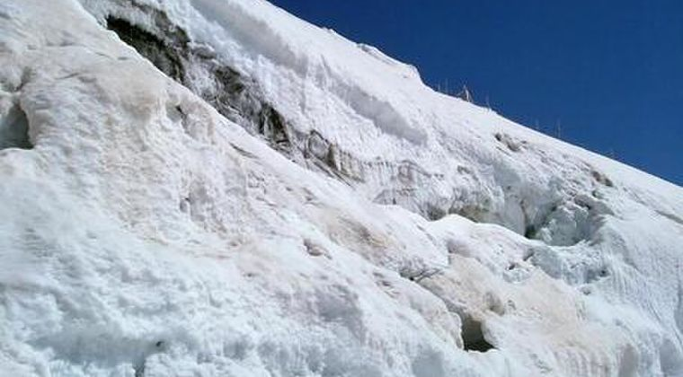 【動画】富士山で「スラッシュ雪崩」が発生