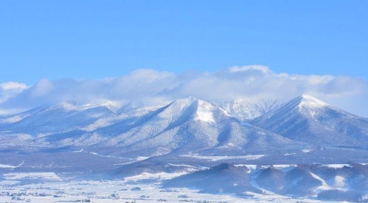 北海道十勝岳で火口付近が明るく見える現象が20年ぶりに観測される