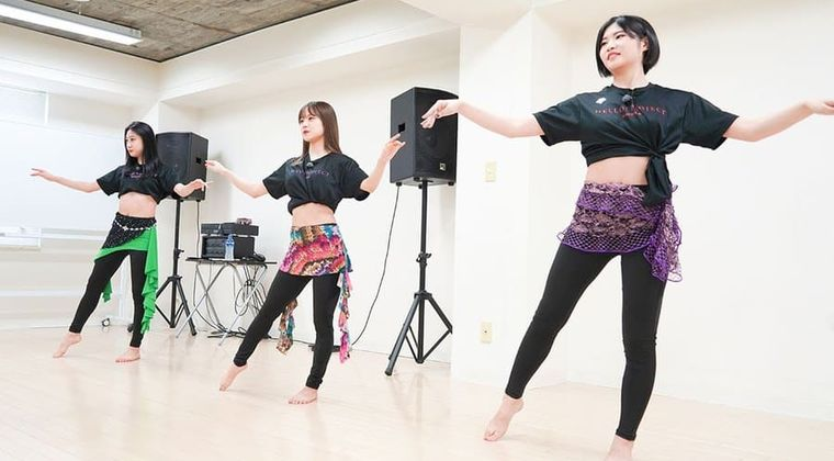 【画像】稲場愛香「露出度が」加賀楓「ハロプロ1番」のダンス衣装、ガチ。