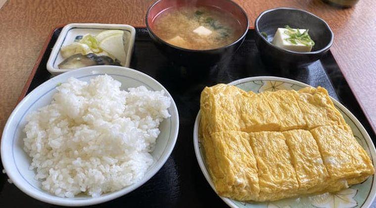 関西の白飯おかずに合う「だし巻き定食」とは!?関東人も驚きのトレンド入り
