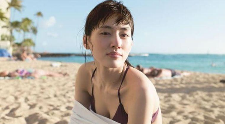 綾瀬はるか 濡れシャツ脱いだ! B地区全開ブラトップ姿(芸能ニュースまとめ 2021/3/11)