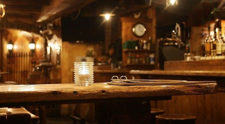【悲報】ワイ居酒屋店主、コロナ不況で今夜もガラガラ 涙が止まらない…