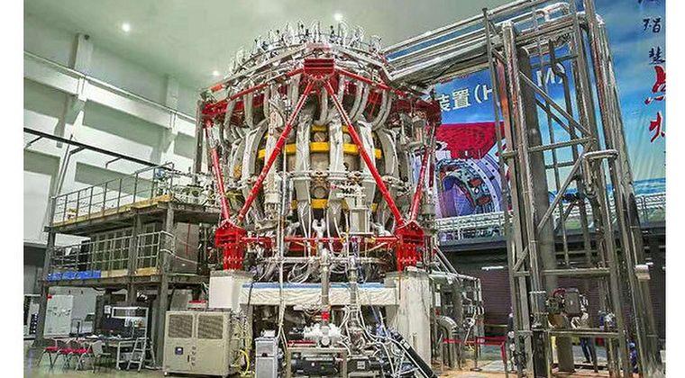 中国の「人工太陽」、初の放電に成功