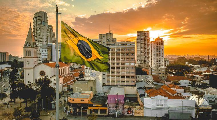 ブラジル「ノーガード集団免疫だ」愛国者「正解」1年後→1日の死者数、世界で2位