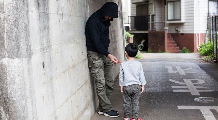 肥満男が児童に「こんにちは、握手しよう、プリキュア見てる」等と声かける事案