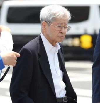 飯塚幸三「検察よ、ブレーキが絶対に経年劣化で壊れて無いって証明してみろ」