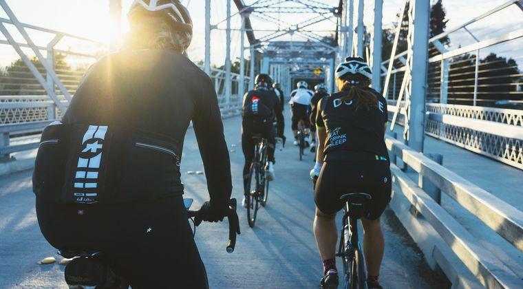 ヨーロッパの法律「車が自転車を追い越す時には減速しろ。車は自転車を追い越すな」