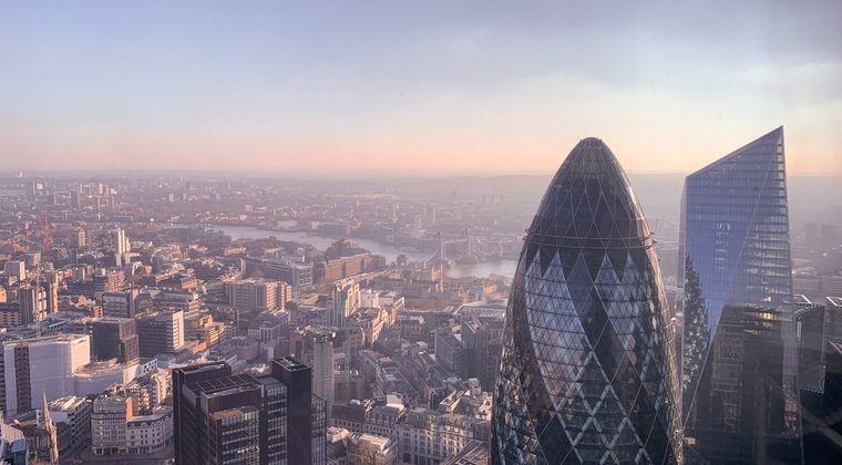 イギリス、都市封鎖1年で黙祷  なんと死者数………