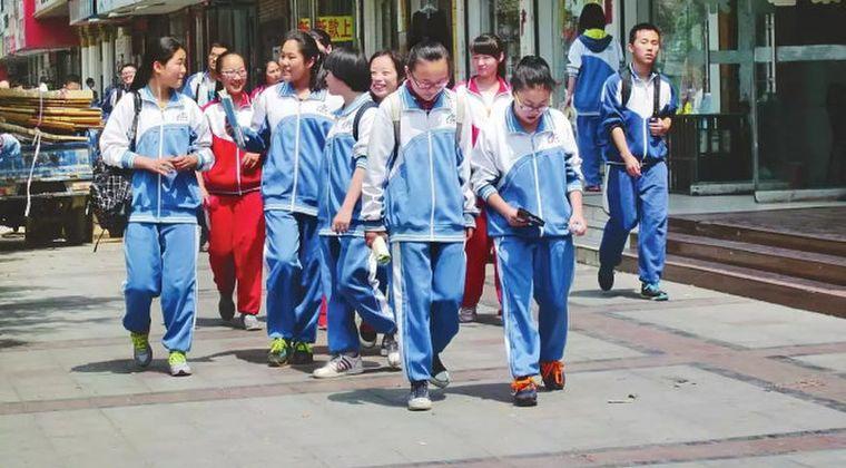 中国紙「なぜ日韓の学校は制服なのか?学校は勉強するところだからジャージで充分」
