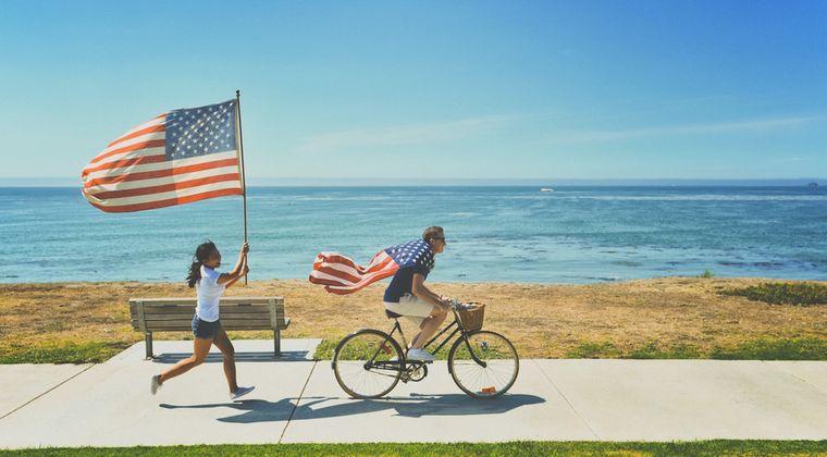 アメリカの小学生が毎朝暗唱させられる「忠誠の誓い」wwww