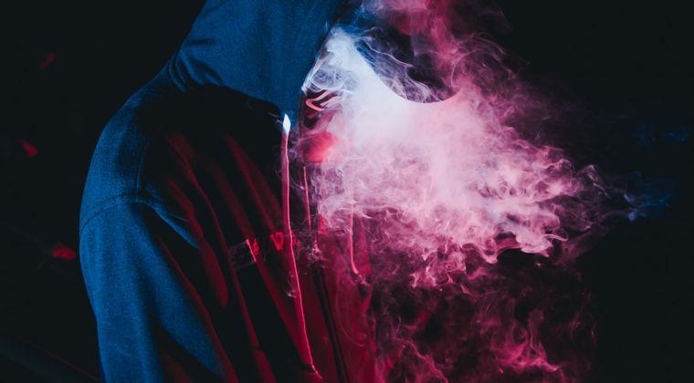 休日の巡査部長、タバコ吸ってたクソガキ(15)を先に殴り書類送検